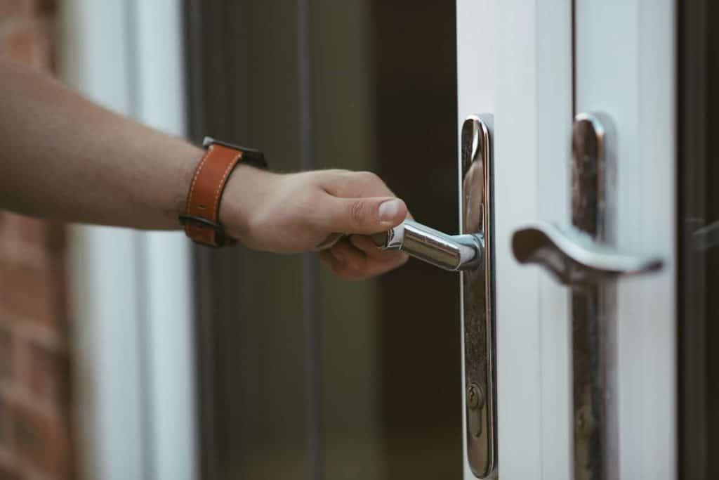 החלפת ידית דלת כניסה